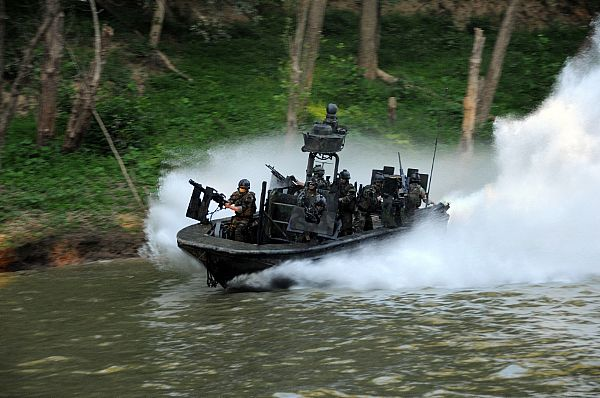 080811-N-4205W-034 FORT KNOX, Ky. (Aug. 11, 2008) Special Warfare Combatant-craft Crewmen  assigned to Special Boat Team 22 (SBT-22) conduct live-fire immediate action drills at the riverine training range at Ft. Knox. SBT-22 operates the special operations craft-riverine and is the only U.S. special operations command dedicated to operating in the riverine environment. (U.S. Navy photo by Chief Mass Communication Specialist Kathryn Whittenberger/Released)